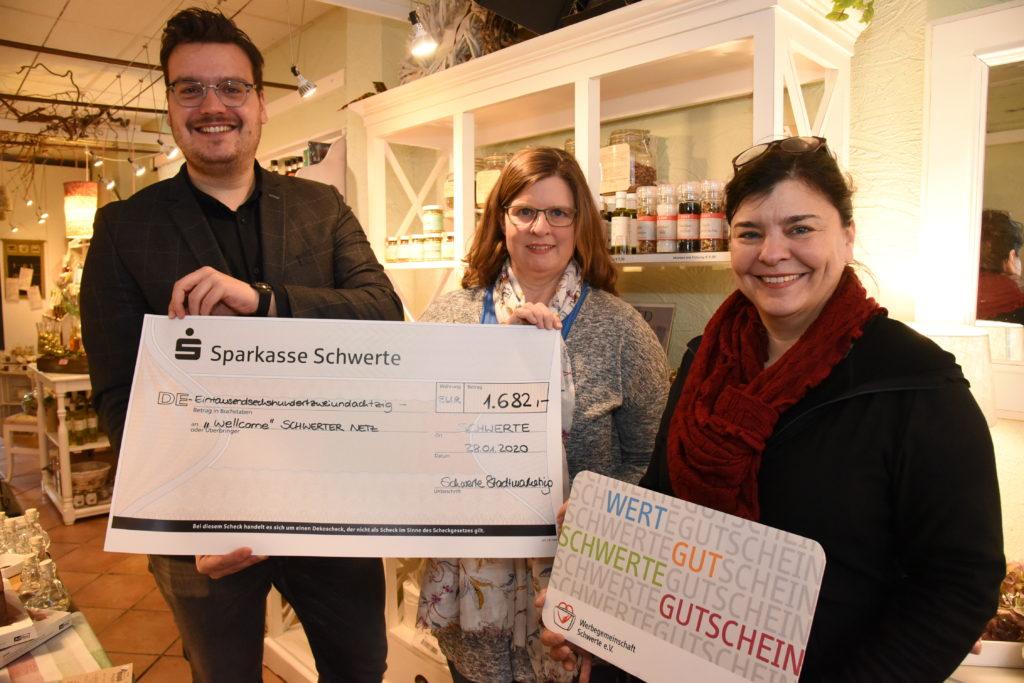 Michael Kersting (leiter Stadtmarketing), Birgit Tillmann (schwerter Netz), Sonja Pusceddu (werbegemeinschaft) © Ingo Rous